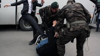 Nach dem Bergwerksunglück tritt ein Erdogan-Berater einen Kumpel