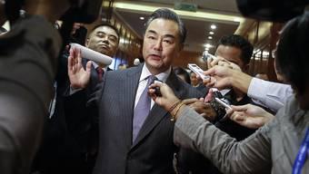 "Chinas Aussenminister Wang ist in Kuala Lumpur viel Kritik ausgesetzt. Er will jedoch am ASEAN-Treffen keine ""bilateralen Streitfragen"" besprechen."