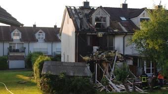 Ein Brand in einem Reiheneinfamilienhaus in Oberrüti AG hat in der Nacht auf Freitag einen Sachschaden in Höhe von mehreren 100'000 Franken angerichtet.