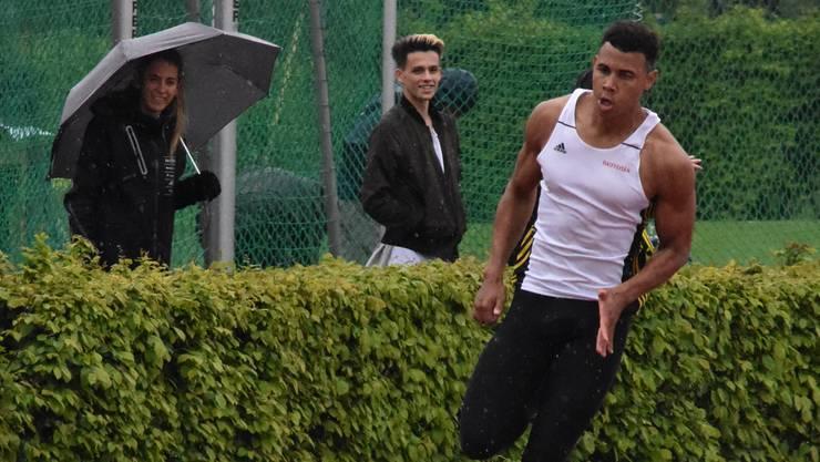 Jason Joseph auf der Grendelmatte im 200-Meter-Lauf. Rolf Spriessler-Brander