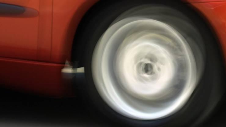 Unfall auf der A3 bei Möhlin mit drei Fahrzeugen. Es gab keine Verletzte, an allen Fahrzeugen entstand hingegen Totalschaden. (Symbolbild)