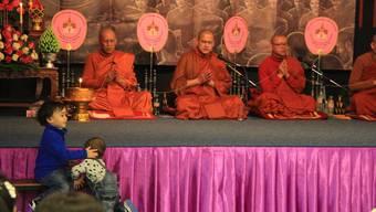 Eindrücke der Makha-Puja-Zeremonie im buddhistischen Tempel in Gretzenbach.