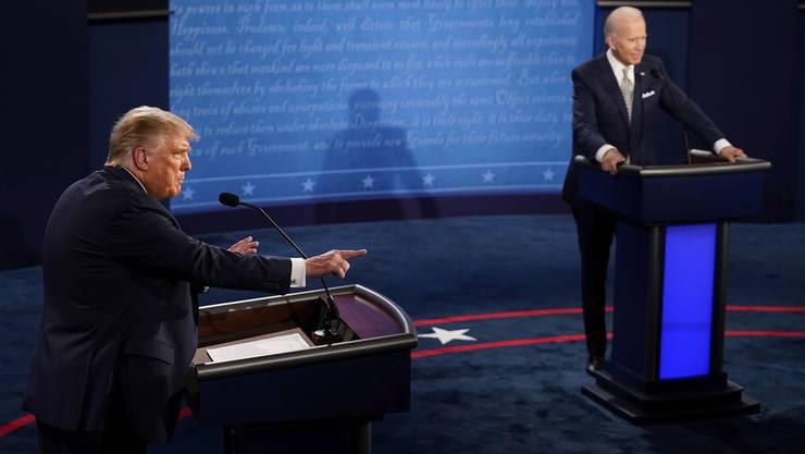 US-Präsident Donald Trump und sein demokratischer Herausforderer Joe Biden bei ihrer ersten Fernsehdebatte in Cleveland.