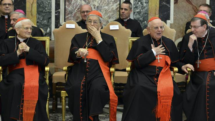 Auch der zum Kardinal berufene ex-Bischof von Basel, Kurt Koch, war bei der Ansprache anwesend (ganz rechts)