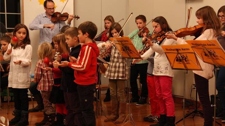 Zum Abschluss spielten die Musikschüler «Stille Nacht». mch
