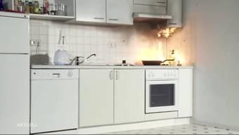 Ein Bewohner eines Mehrfamilienhauses in Wohlen hat am Freitagabend versucht einen Öl-Brand in der Pfanne mit Wasser zu löschen.