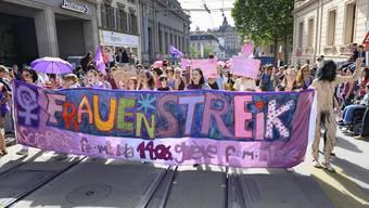 Über 40'000 Streikende gingen am 14. Juni 2019 in Basel auf die Strasse. Sie forderten etwa Lohngleichheit und bessere Vereinbarkeit von Beruf und Familie.