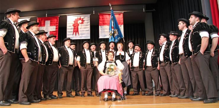 «Es chunt wies mues» sang der Jodlerklub Passwang Mümliswil für sein Mitglied, die neue NWSJV-Präsidentin Silvia Meister-Bader – und so kam es auch.