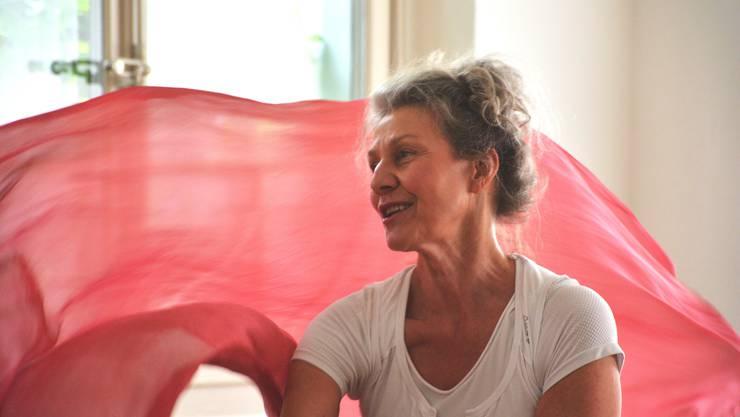 Marita Elisa Rohrer begeistert bei Café Balance Seniorinnen und Senioren für Tanz und Kaffee