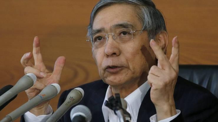 Der japanische Notenbankchef Haruhiko Kuroda will die Realzinsen durch die Kontrolle der kurz- und langfristigen Zinsen drücken.