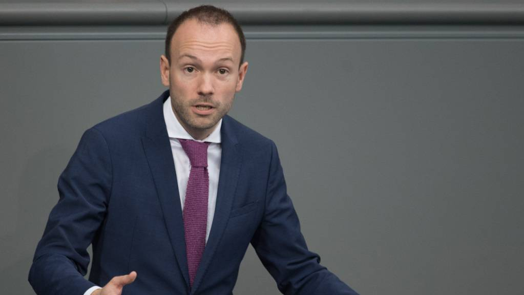 ARCHIV - Nikolas Löbel (CDU) spricht bei der Plenarsitzung des Deutschen Bundestages. Foto: Jörg Carstensen/dpa