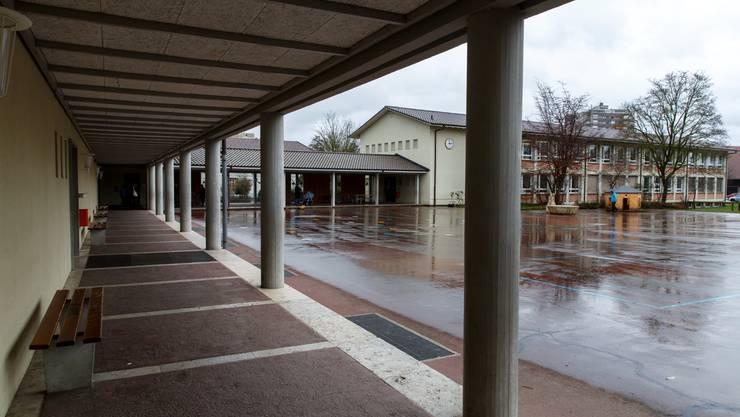 Blick über den Schulhausplatz