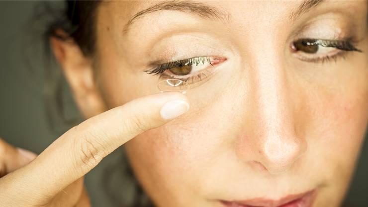 Zu den Produkten, die Alcon herstellt, gehören unter anderem Kontaktlinsen.
