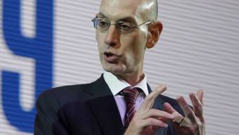 Der NBA-Commissioner Adam Silver an einer Medienkonferenz in Japan