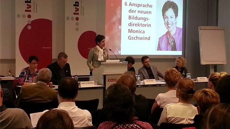 Monica Gschwind stellte sich den Fragen der Baselbieter Lehrer zu den Sparmassnahmen im Bildungsbereich.