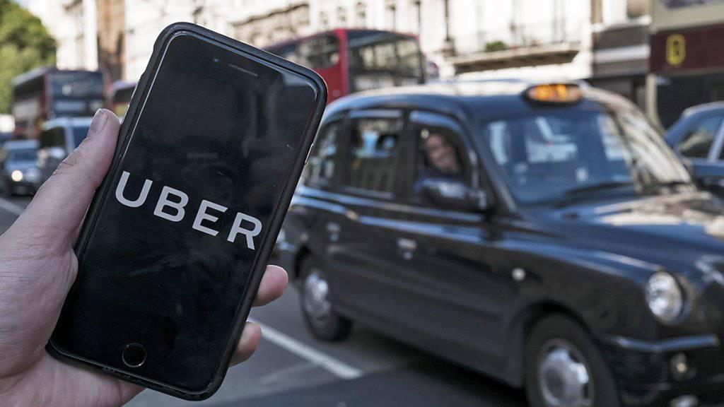 Der Fahrdienstvermittler Uber hat einen massiven Quartalsverlust vermeldet. (Archivbild)