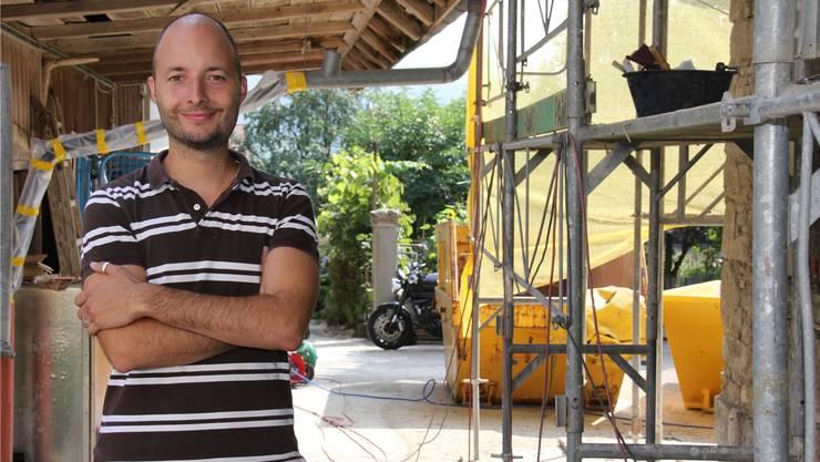 Raffaele Carmine vom Verein Arche Noe, der einen Hof umbaut und damit Menschen in Not helfen will.