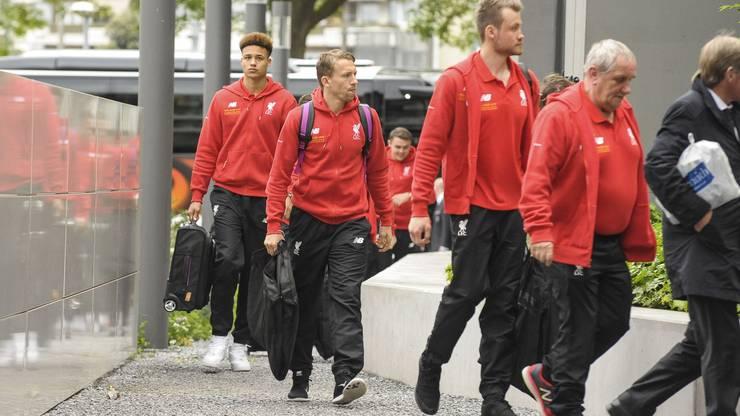 Spieler und Staff des FC Liverpool bei der Ankunft in Basel