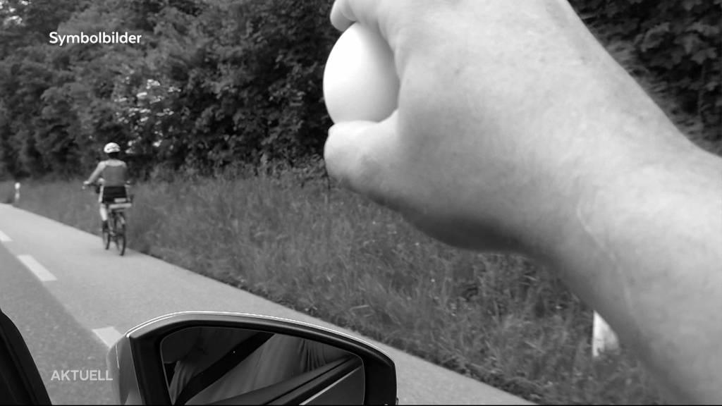 Fiese Attacke: Eine Velofahrerin wird im Oberaargau mit Eiern beworfen