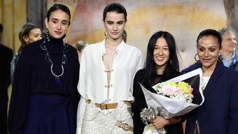 Designerin Tina Schwizgebel gewinnt Modepreis in Frankreich