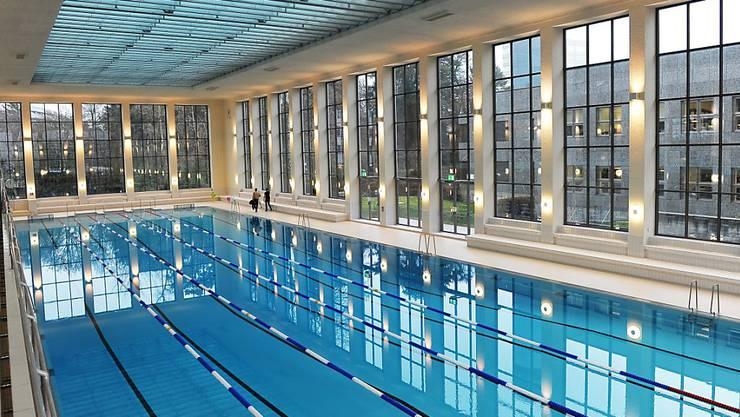 Bald wieder belebt: In Zürich gehen 13 Hallen- und Sommerbäder für den Breitensport wieder auf. Im Bild das Hallenbad City. (Archivbild)
