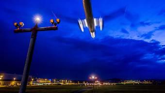 Der Flughafen Zürich will mehr Nachtflüge. Der Aargauer Regierungsrat steht dem kritisch gegenüber. (Symbolbild)