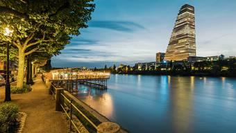 Dieses Bild geht um die Welt: Das Postkartensujet mit dem Roche-Turm ist eines der beliebtesten überhaupt.
