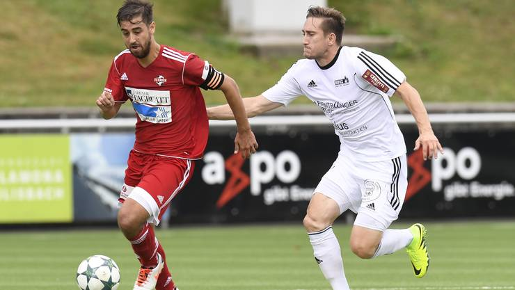 Baden, 20.08.2016. Sport, Fussball, 1. Liga Saison 2016/2017. FC Baden - FC Schoetz. Captain Luca Ladner (links, Baden). Copyright by: foto-net / Alexander Wagner