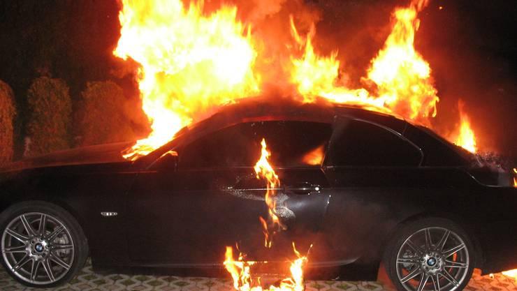 Brennendes Auto (Symbolbild)