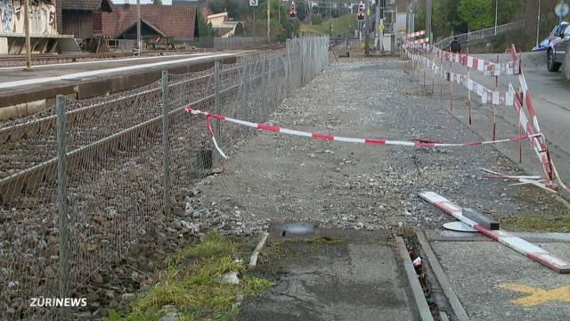Gleisarbeiter mit Steinen beworfen