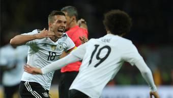 Lukas Podolski erzielt bei seinem letzten Länderspiel den Siegestreffer für Deutschland.