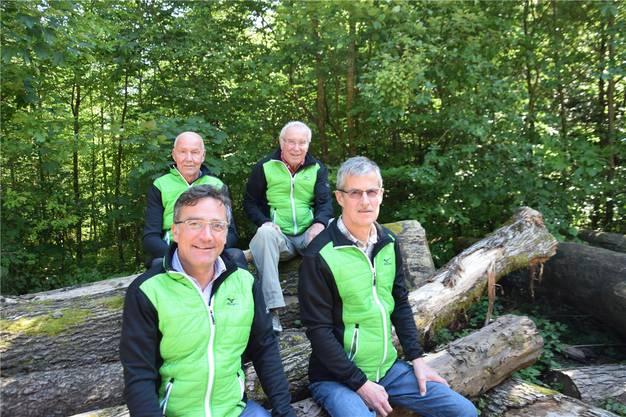 Die Präsidenten des Organisationskomitees Mario Chirico (vorne links, 2000 – 2006), Angelo Nicoletti (vorne rechts, 2007 – 2011) und Peter Schär (hinten rechts, 2012 – 2019) mit Peter Thomi, der ab nächstem Jahr übernimmt.