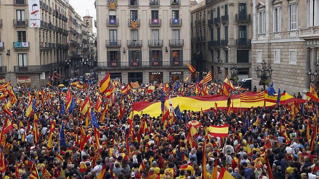 Demonstration in Barcelona gegen die Unabhängigkeit von Spanien