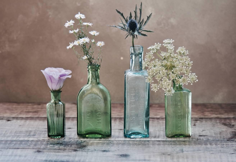 """Sauberkeit und Hygiene verlängern eure Freude an Schnittblumen. Reinigt Blumenvasen jeden 2.Tag und befüllt sie mit frischem Wasser. Mit diesem Trick braucht's auch keine """"Pülverchen"""" und Zusätze. Fragt euren Floristen, ob die gekauften Blumen eine andere Behandlung verlangen, es gibt immer wieder Ausnahmen. (© Unsplash)"""