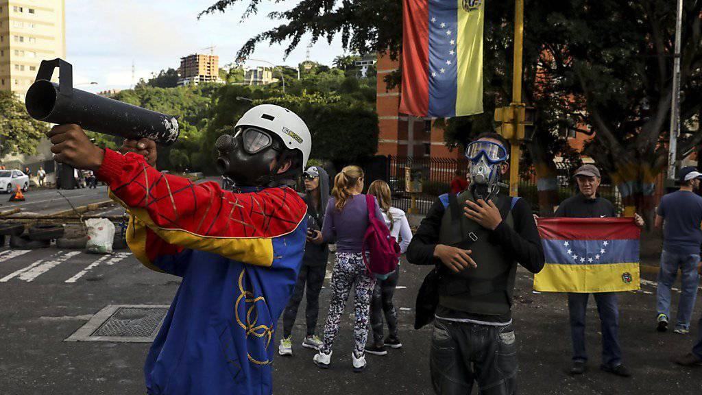 50 statt 30 Jahre Gefängnis: Verantwortlichen für Gewalttaten gegen Präsident Maduro in Venezuela könnten bald weitaus drastischere Strafen drohen als bisher. (Archivbild)