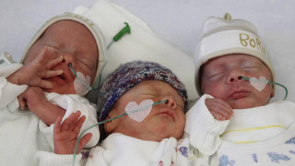 Nur noch in sechs Prozent Mehrlinge nach künstlicher Befruchtung