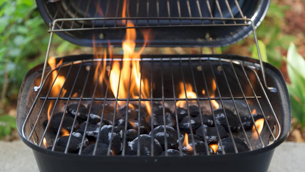 21-Jährige beim Grillieren durch Flammen verletzt