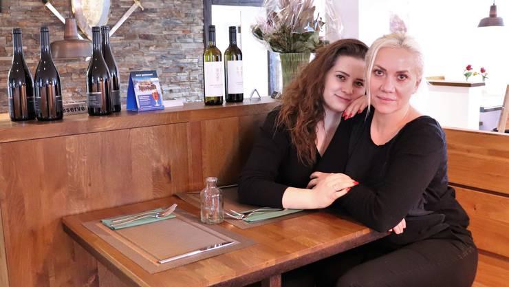 Carmen und Denysa Wirnsberger sind Mutter und Tochter und führen neu das Wirtshaus zur Trostburg.