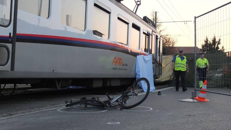 72-jähriger Velofahrer stirbt nach Kollision mit WS-Bahn.