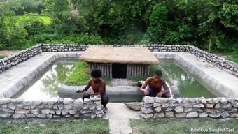 Also wäre es das Selbstverständlichste von der Welt, zaubern sich diese Männer mal kurz einen Pool in den Garten.