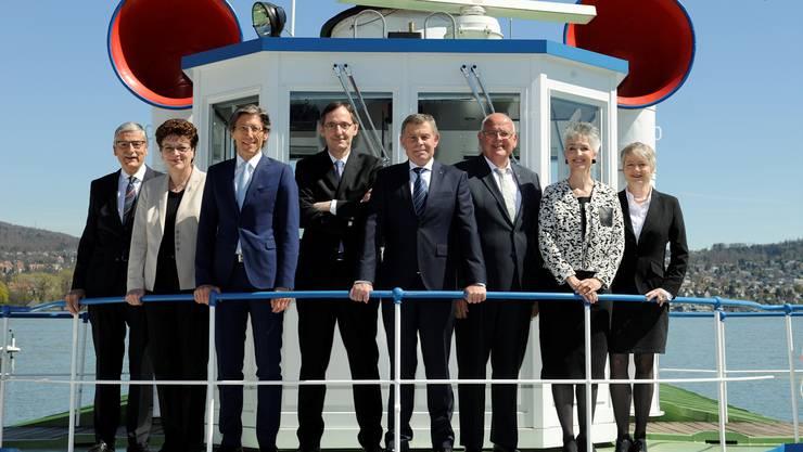 Der Zürcher Regierungsrat gab am Mittwochnachmittag die Sparmassnahmen bekannt. Von rechts: Jacqueline Fehr (SP), Carmen Walker Späh (FDP), Markus Kägi (SVP), Ernst Stocker (SVP), Mario Fehr (SP), Thomas Heiniger (FDP) und Silvia Steiner (CVP); ganz links Staatsschreiber Beat Husi. André Springer