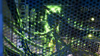 Der Bundesrat will Computersysteme in der Bundesverwaltung besser vor Angriffen schützen. Doch der Nationalrat lässt das geplante Gesetz durchfallen. (Themenbild)