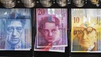 Eine Kommission des Nationalrates will die Löhne der Chefs von bundesnahen Betrieben begrenzen. Sie hat sich mit deutlicher Mehrheit für eine gesetzliche Regelung ausgesprochen. (Symbolbild)