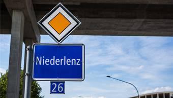 Schild am Ortseingang von Niederlenz.