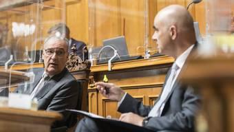 Scharfe Kritik von links und rechts: Bundesräte Guy Parmelin (r. ) und Alain Berset.