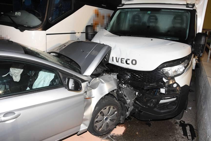 Der Schaden der durch den Unfall angerichtet wurde ist beträchtlich.