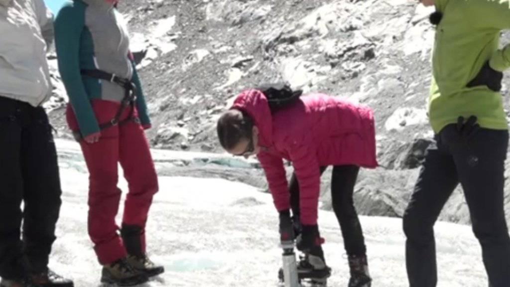 Expedition auf Gletscher für junge Mädchen