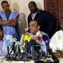 Wegen mehrerer Unregelmässigkeiten habe die Wahl jegliche Glaubwürdigkeit verloren, sagte Ould Boubacar (M) bei einer Pressekonferenz mit drei weiteren Oppositionskandidaten.