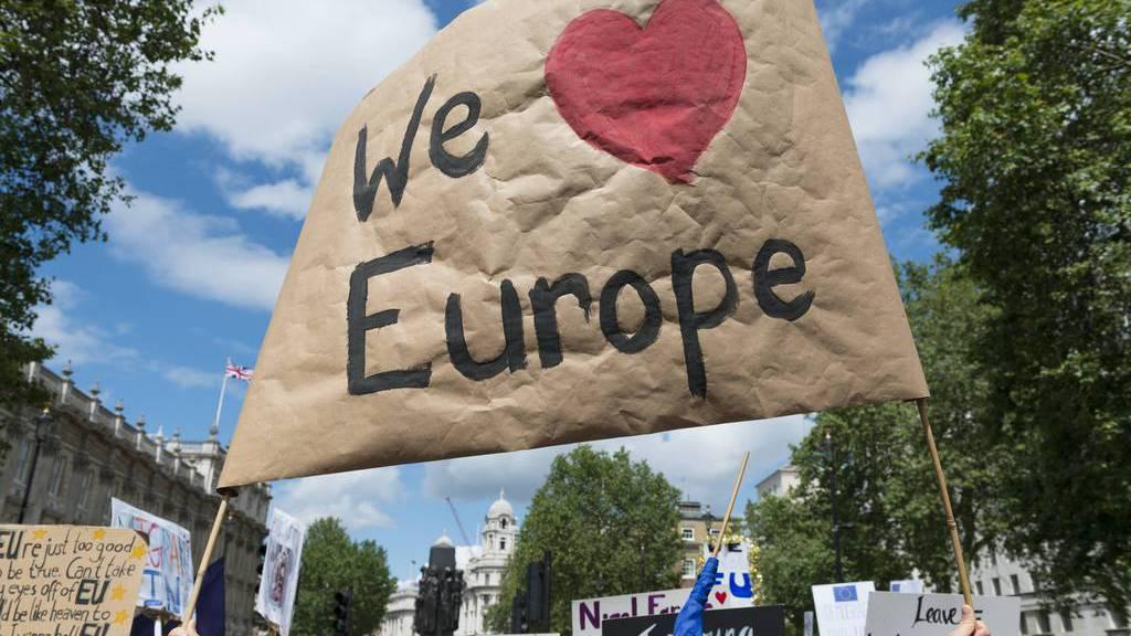 Am Samstag protestierten tausende Briten in London gegen den Austritt aus der EU.