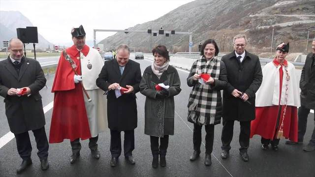 Doris Leuthard eröffnet Autobahn-Abschnitt der A9